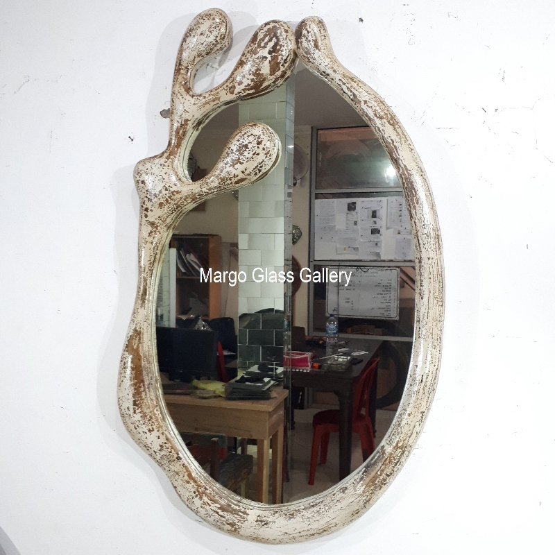 MG 030039 White Rustic Frame Mirror