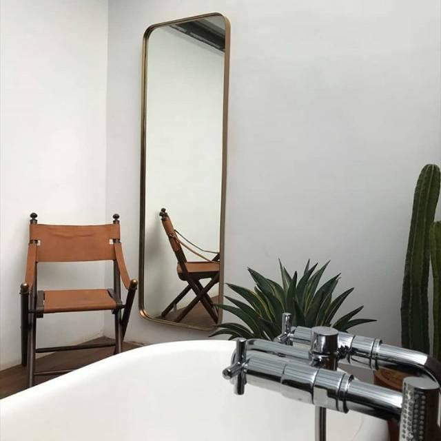 Cermin Dengan Lis Tipis