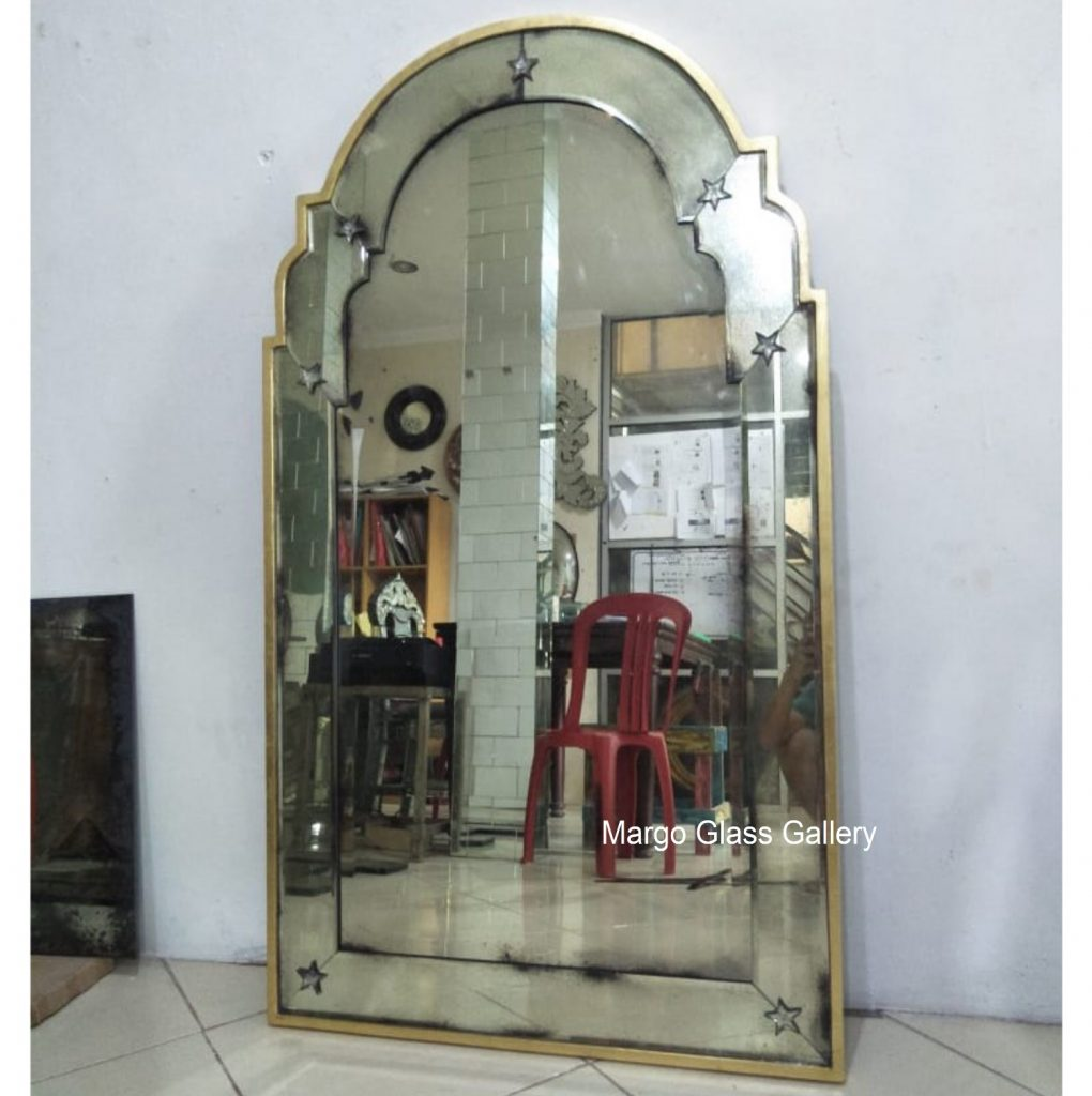 Antique Mirror Leaner Gold