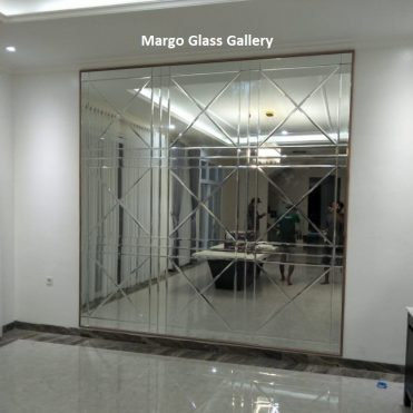 MG 065018 Bevel wall mirror large